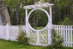 Spaced-Estate-Board-with-Halo-Arch-and-New-England-Pergola-and-Spindle-Gate_04