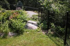 Black-Chain-Link-and-Aluminum-3Rail-Pinch-Picket_08