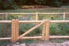 2-Rail-Dowel-End-White-Cedar-Post-and-Rail-with-Gate-and-Black-Welded-Wire_04