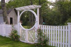 Spaced-Estate-Board-with-Halo-Arch-and-New-England-Pergola-and-Spindle-Gate_02